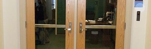 Controllo accessi RFID multistandard: accessi esterni a stabilimenti o edifici